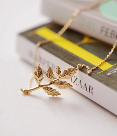 Exquisite leaves short chain necklace clavicle chain